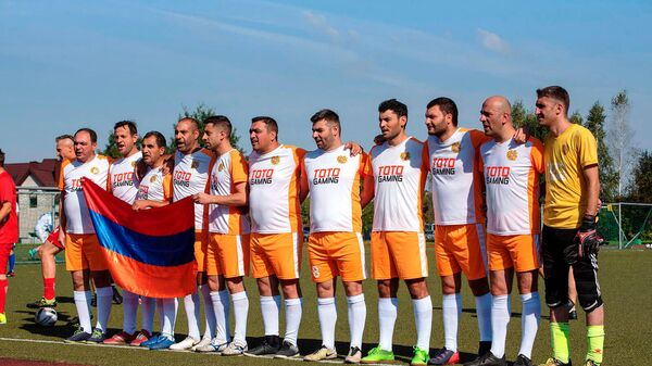 Հայաստանի լրագրողների ֆուտբոլի հավաքականը  Լիտվայում կայացած միջազգային 16-րդ մրցաշարում  զբաղեցրել է 2-րդ տեղը և նվաճել արծաթե մեդալ։ - Sputnik Արմենիա