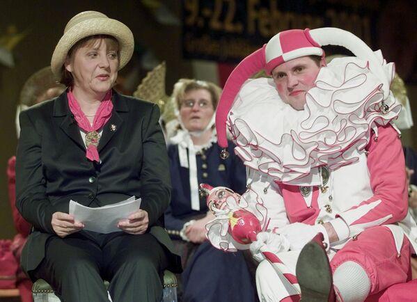 Անգելա Մերկելը նստած է ծաղրածուի կողքին «Հիմարների դատարանում». Գերմանիա - Sputnik Արմենիա