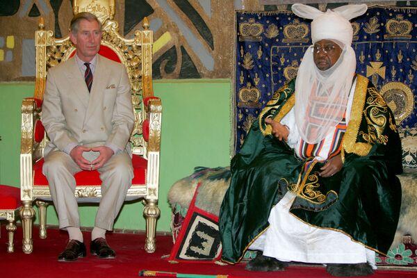 Մեծ Բրիտանիայի արքայազն Չարլզը լսում է Էմիր Կանո Ադո Բայերոյին Կանոյում. Նիգերիա - Sputnik Արմենիա