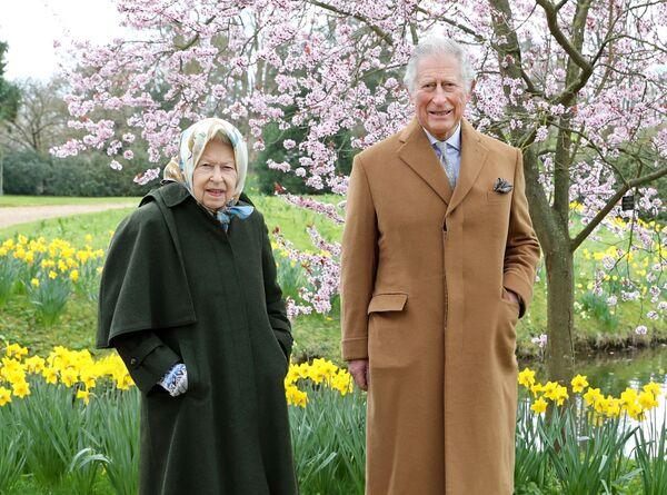 Մեծ Բրիտանիայի թագուհի Եղիսաբեթ 2–րդը և Մեծ Բրիտանիայի արքայազն Չարլզը  - Sputnik Արմենիա