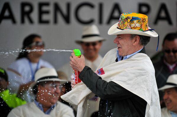Կոլումբիայի նախագահ Խուան Մանուել Սանտոսը մասնակցում է «Սպիտակ օր» շքերթին - Sputnik Արմենիա