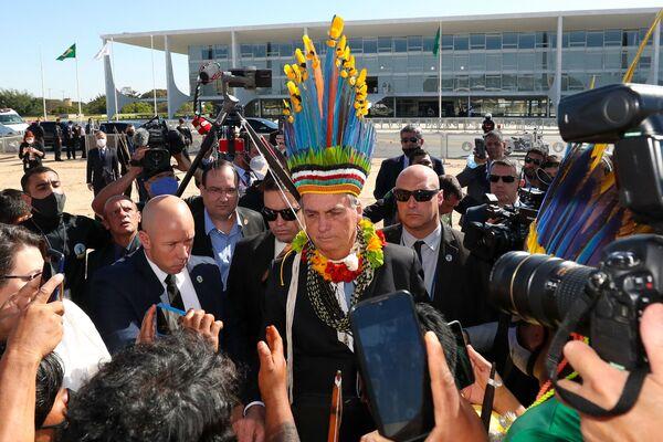Բրազիլիայի նախագահ Ժաիր Բոլսոնարուն բնիկ բնակչության հետ հանդիպման ժամանակ - Sputnik Արմենիա