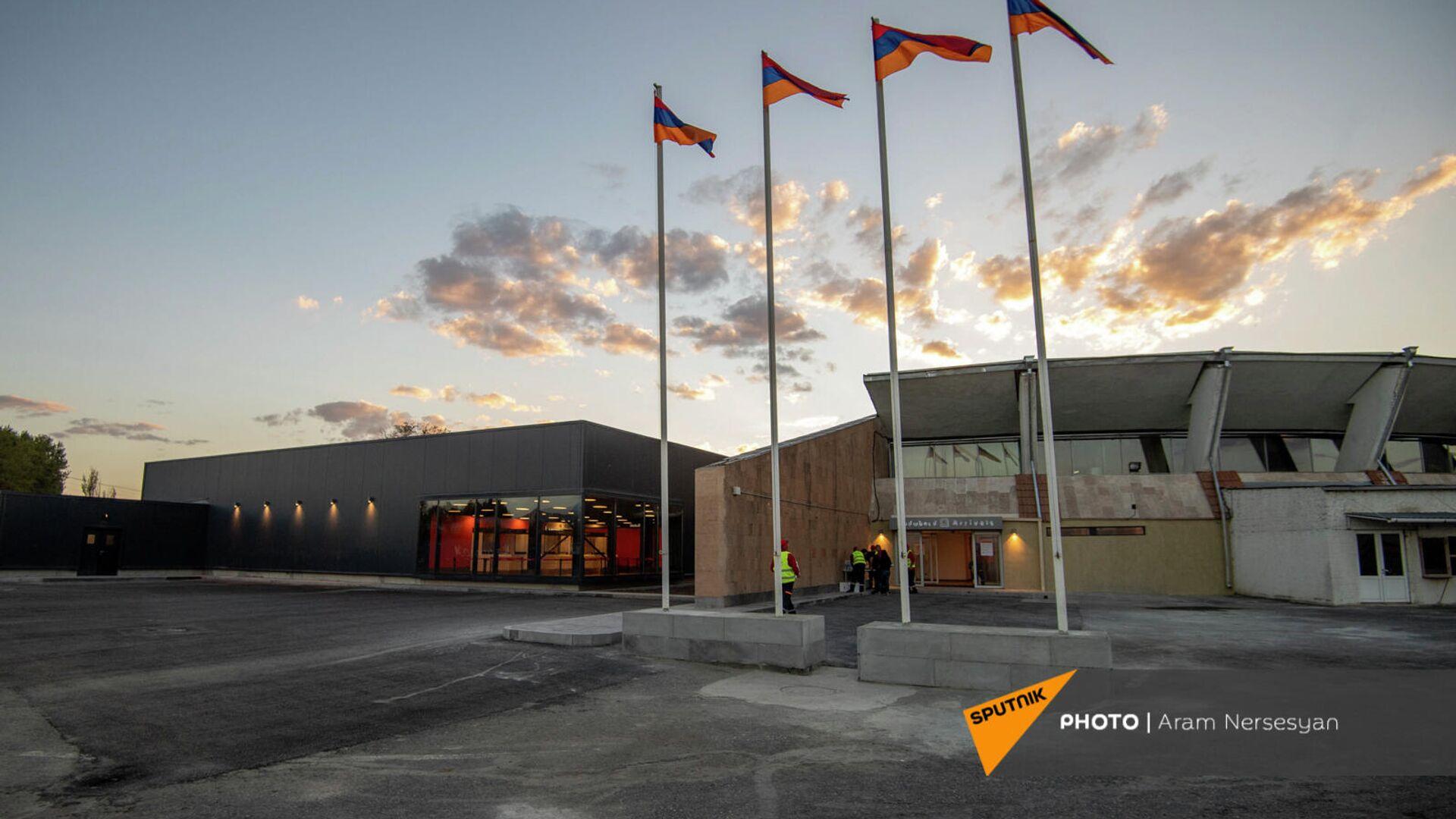 Новый и старый терминалы аэропорта Ширак в день первого рейса после открытия (16 сентября 2021). Гюмри - Sputnik Армения, 1920, 20.09.2021