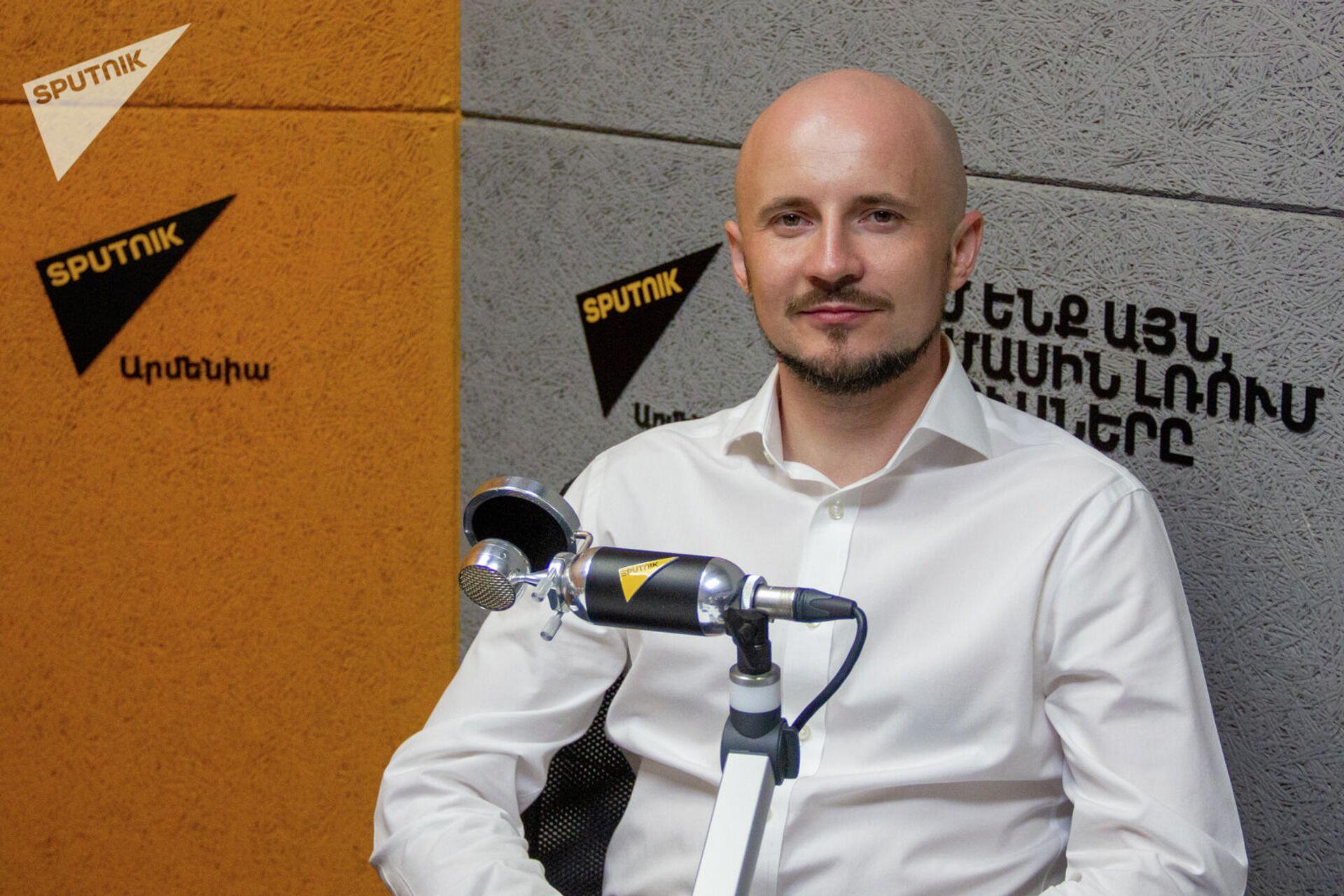 Директор по взаимодействию с органами власти компании Яндекс Максим Козлов в гостях радио Sputnik - Sputnik Армения, 1920, 22.09.2021