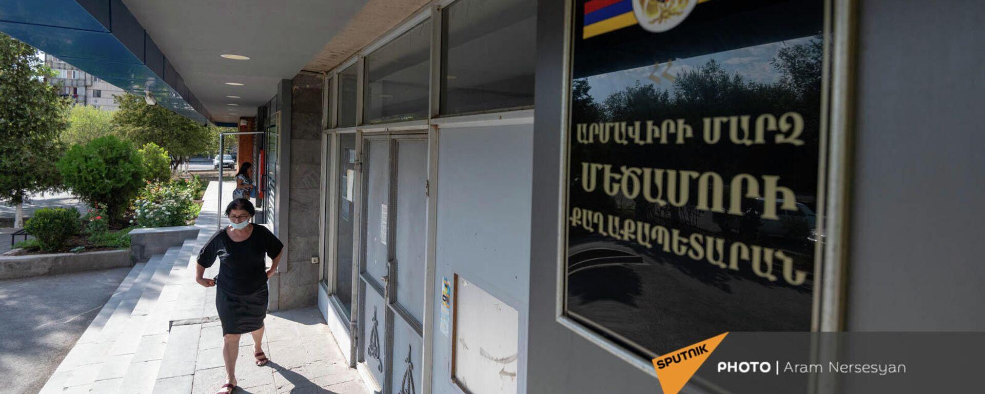 Табличка у входа в мэрию Мецамора - Sputnik Армения, 1920, 18.09.2021