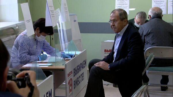 Сергей Лавров проголосовал на выборах в Госдуму  - Sputnik Армения