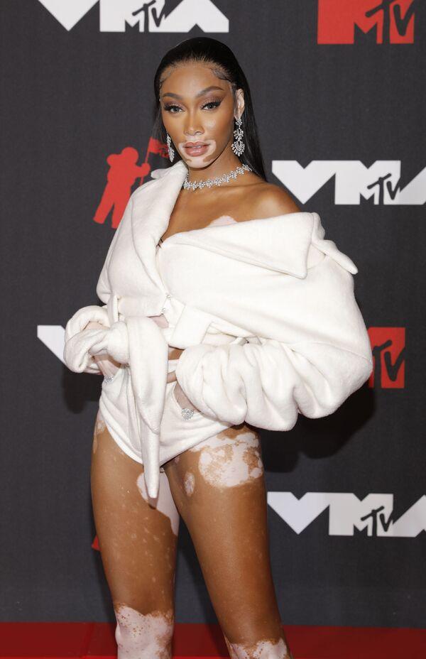 Модель Винни Харлоу на красной дорожке MTV Video Music Awards 2021. - Sputnik Армения