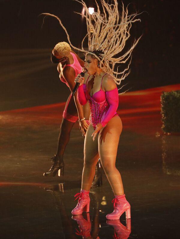 Хлоя Бэйли во время выступления на церемонии вручения премии MTV Video Music Awards 2021. - Sputnik Армения