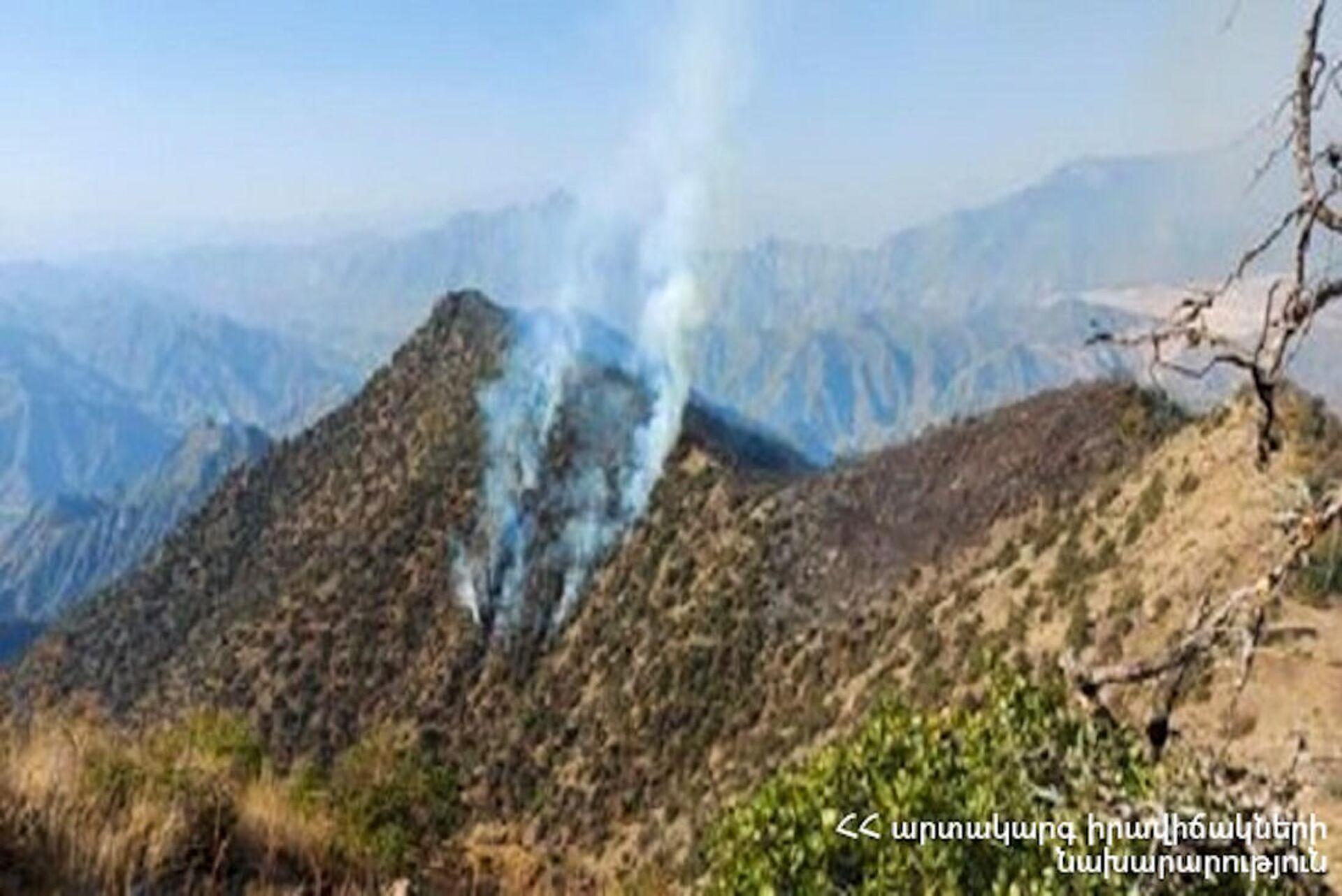 Пожар на территории национального парка Аревик - Sputnik Արմենիա, 1920, 19.09.2021