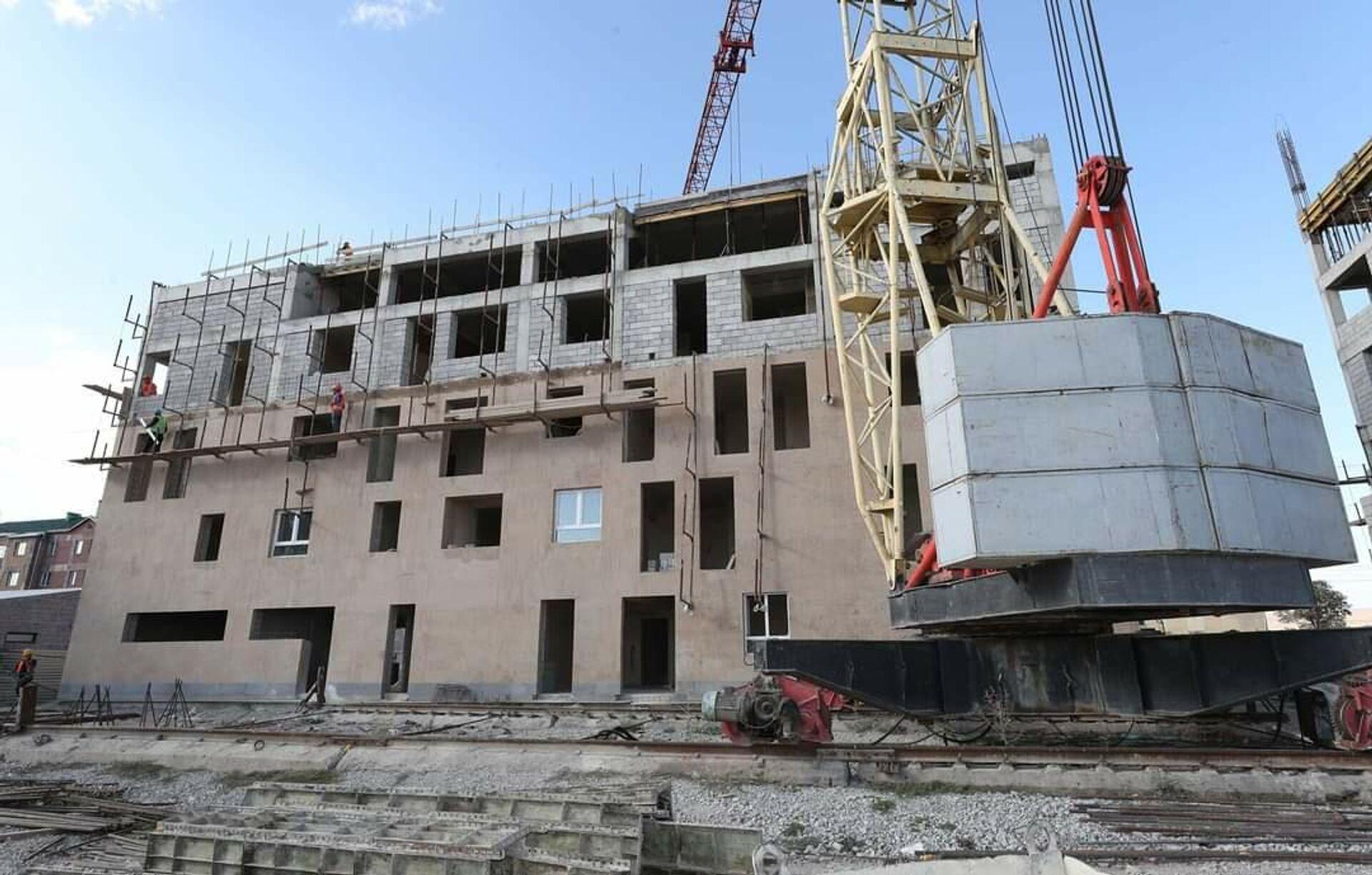 Всеармянский фонд Айастан строит многоквартирные жилые здания и детский сад в районе Муш в Гюмри. - Sputnik Армения, 1920, 19.09.2021