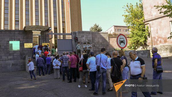 Выборы в Государственную Думу России на территории посольства РФ в Армении (19 сентября 2021). Еревaн - Sputnik Армения