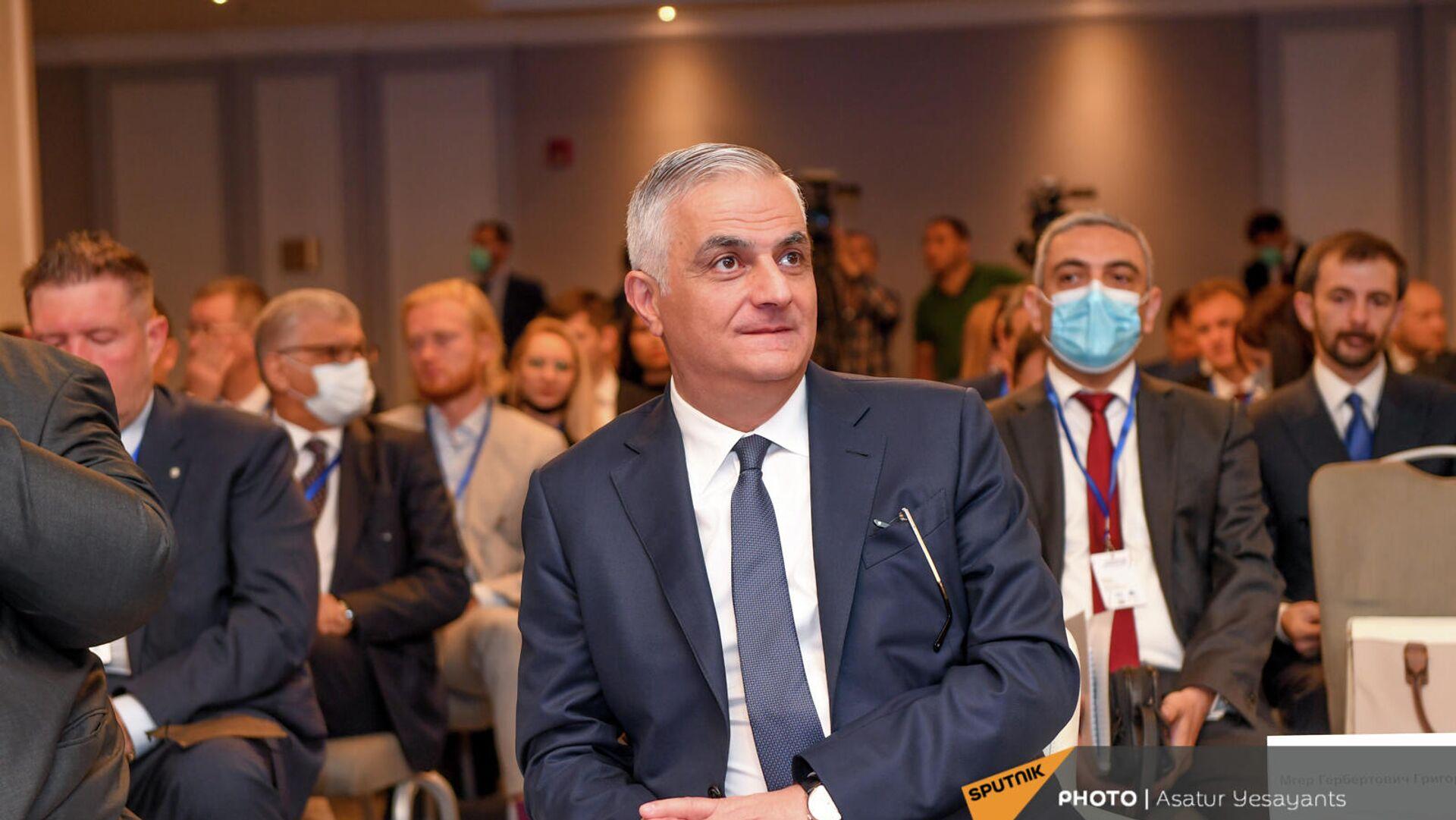 Вице-премьер Мгер Григорян на бизнес-форуме Armenian Business Forum (ABF) 2021 ассоциации армянских предпринимателей (20 сентября 2021). Ереван - Sputnik Армения, 1920, 20.09.2021