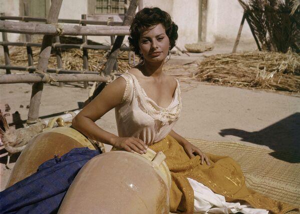 К середине 1950-х годов Софи стала звездой и секс-символом Италии. - Sputnik Армения