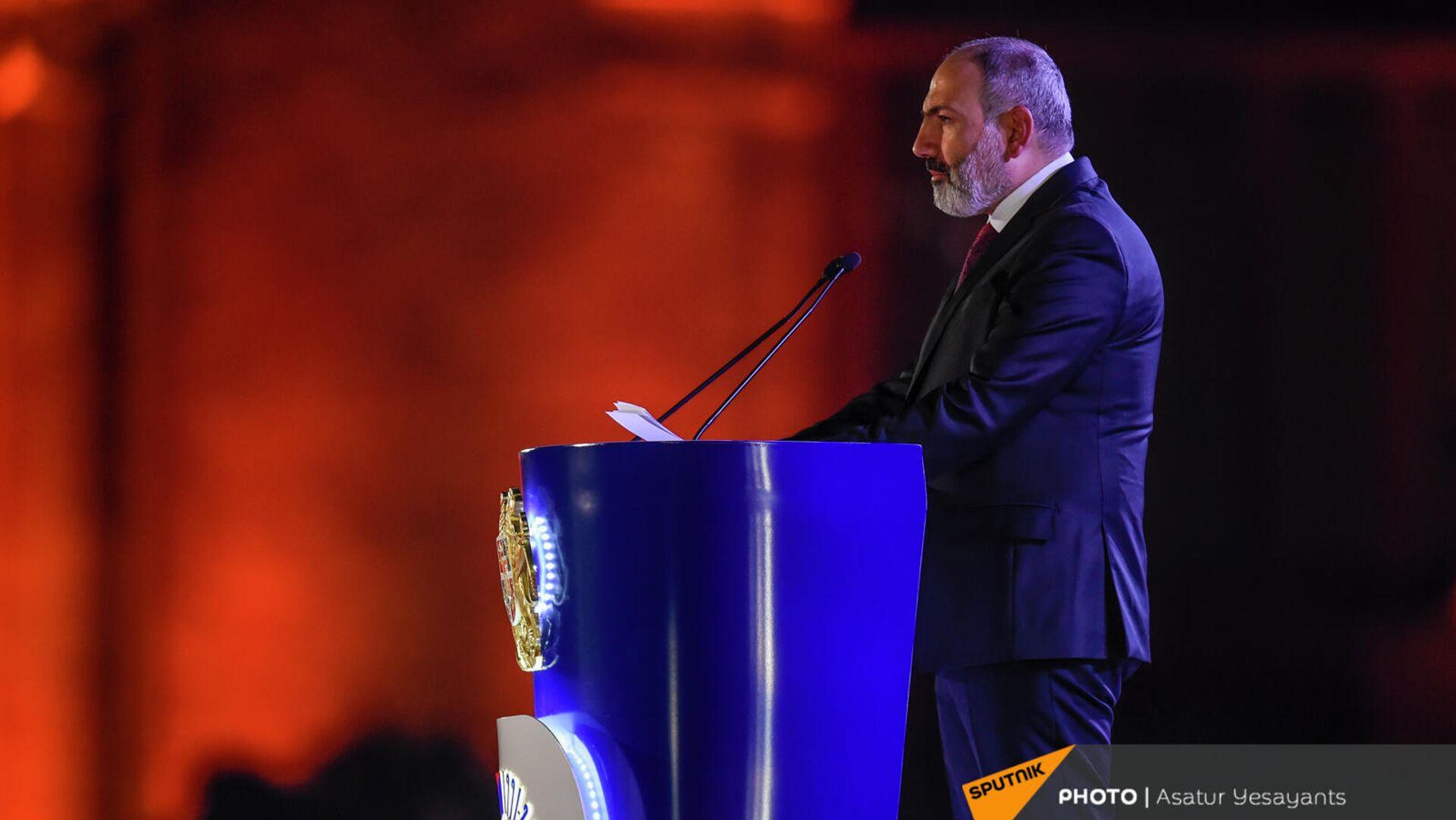 Премьер-министр Никол Пашинян во время приветственной речи перед праздничным концертом (21 сентября 2021). Ереван - Sputnik Армения, 1920, 21.09.2021