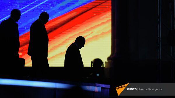 Премьер-министр Никол Пашинян после приветственной речи перед праздничным концертом (21 сентября 2021). Ереван - Sputnik Արմենիա