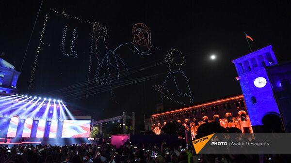 Шоу дронов во время праздничного концерта по случаю 30-летия независимости Республики Армения (21 сентября 2021). Ереван - Sputnik Արմենիա