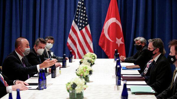 Госсекретарь США Энтони Блинкен на встрече с министром иностранных дел Турции Мевлутом Чавушоглу в рамках 76-й сессии Генеральной Ассамблеи ООН (21 сентября 2021). Нью-Йорк - Sputnik Армения