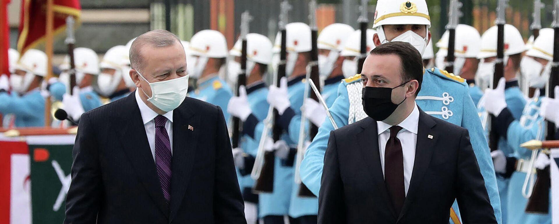 Президент Турции Реджеп Тайип Эрдоган и премьер-министр Грузии Ираклий Гарибашвили перед встречей в Президентском комплексе (1 июня 2021). Анкара - Sputnik Армения, 1920, 22.09.2021