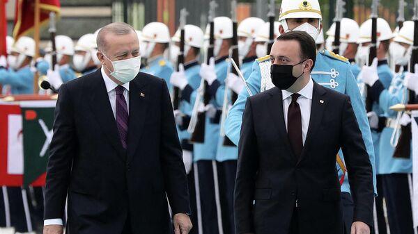 Президент Турции Реджеп Тайип Эрдоган и премьер-министр Грузии Ираклий Гарибашвили перед встречей в Президентском комплексе (1 июня 2021). Анкара - Sputnik Արմենիա