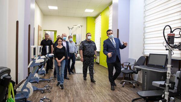 ՀՀ ոստիկանապետ Վահե Ղազարյանը այցելել է Հայրենիքի պաշտպանի վերականգնողական կենտրոն - Sputnik Արմենիա
