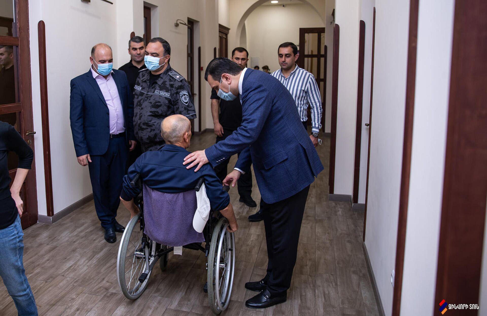 Начальник Полиции Армении Ваге Казарян посетил Реабилитационный центр Защитника Отечества (22 сентября 2021). Еревaн - Sputnik Արմենիա, 1920, 22.09.2021
