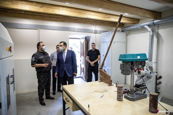 Начальник Полиции Армении Ваге Казарян посетил Реабилитационный центр Защитника Отечества (22 сентября 2021). Еревaн - Sputnik Армения