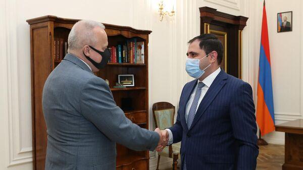 Вице-премьер Сурен Папикян встретился с послом России Сергеем Копыркиным (23 сентября 2021). Еревaн - Sputnik Армения