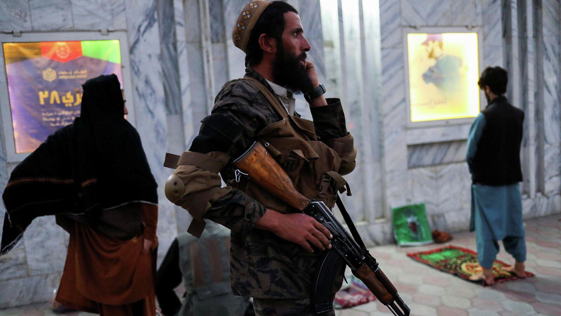 Боевик Талибана на улице в Кабуле (16 сентября 2021). Афганистан - Sputnik Армения, 1920, 24.09.2021
