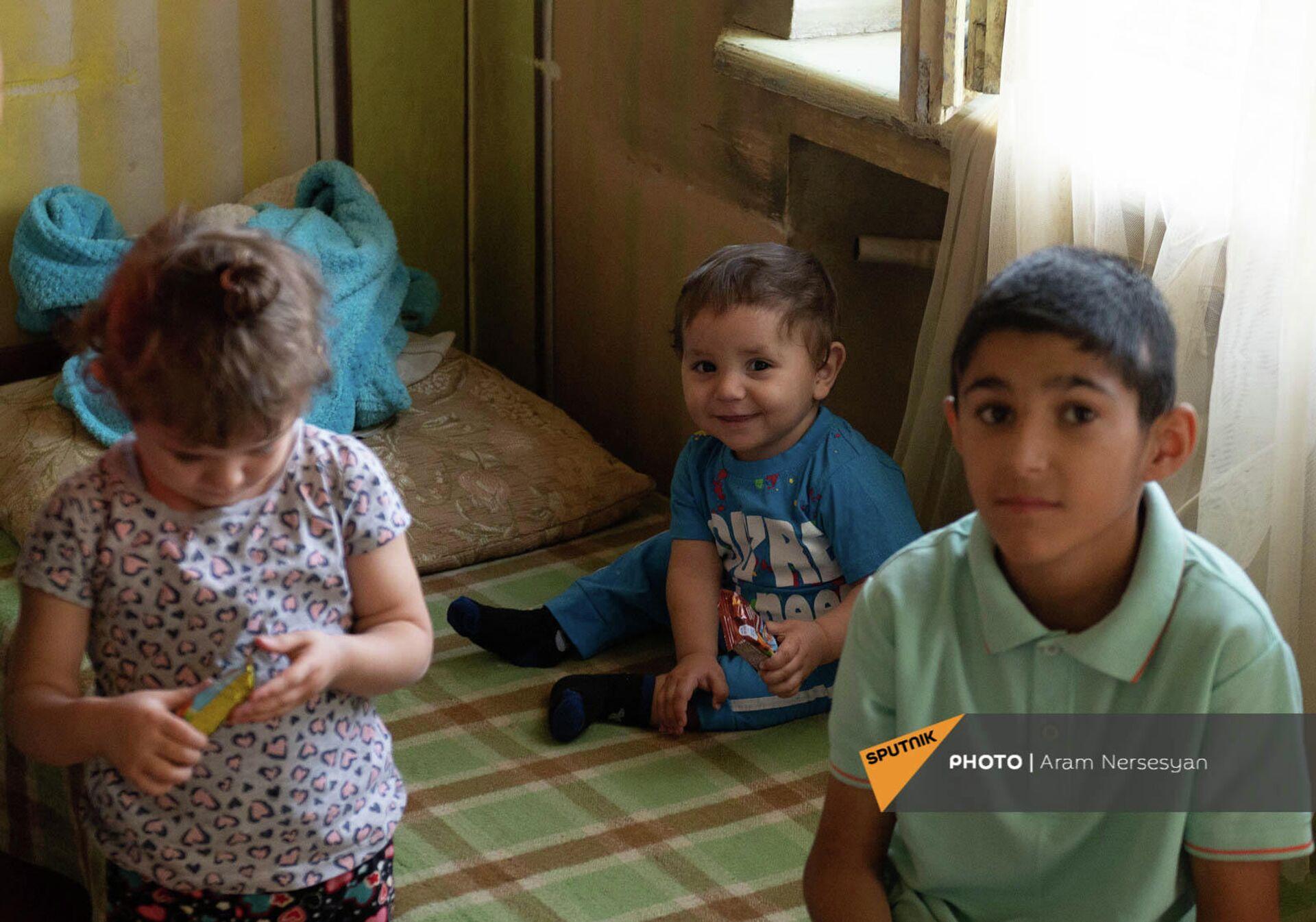 Дети Лианы Жамгарян из Гадрута - Sputnik Армения, 1920, 24.09.2021