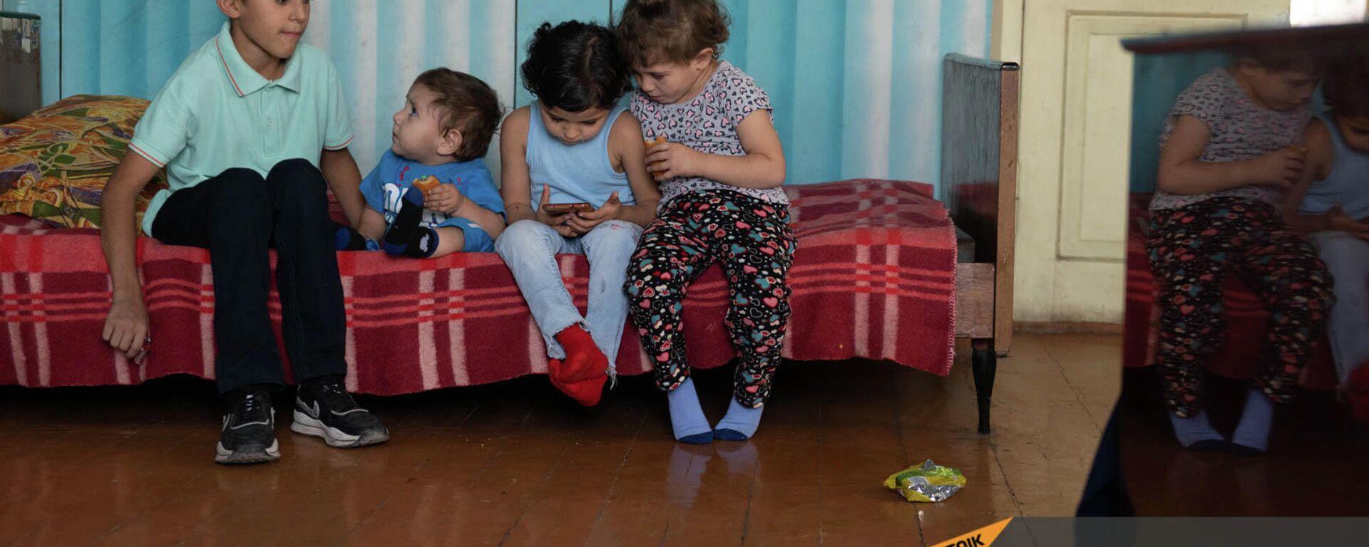 Հադրութից տեղահանված բազմազավակ ընտանիքի երեխաները - Sputnik Արմենիա, 1920, 23.09.2021