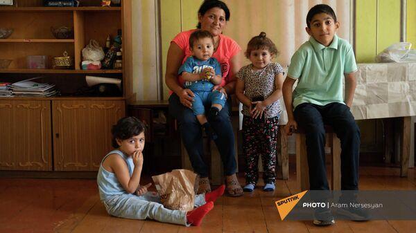 Лиана Жамгарян с детьми - Арутом, Ованнесом, Мерине и Анной - Sputnik Армения