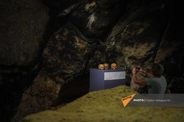 Найденные черепа в пещере Арени-1 - Sputnik Армения