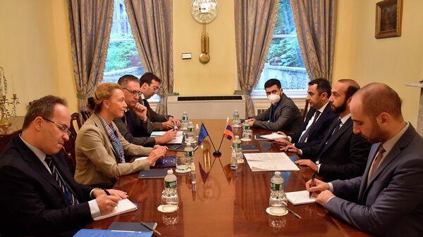 Министр иностранных дел Армении Арарат Мирзоян встретился с генеральным секретарем Совета Европы Марией Пейчинович Бурич (23 сентября 2021). Нью-Йорк - Sputnik Армения