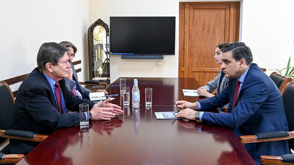 ՀՀ ՄԻՊ Արման Թաթոյանն ընդունել է ՀՀ-ում ԱՄՆ նախկին դեսպան Ջոն Օրդվեյին (2001-2004թթ) և Humanitarian Dialogue միջազգային կազմակերպության եվրասիական ծրագրերի տնօրեն Դավիդ Գորմանին - Sputnik Արմենիա