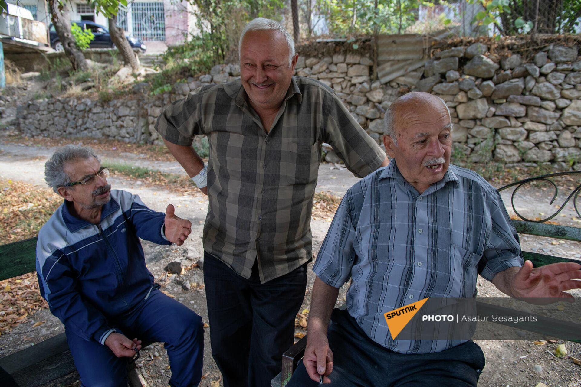 Жители села Хаштарак Володя младший, Володя старший и дед Артавазд - Sputnik Արմենիա, 1920, 24.09.2021