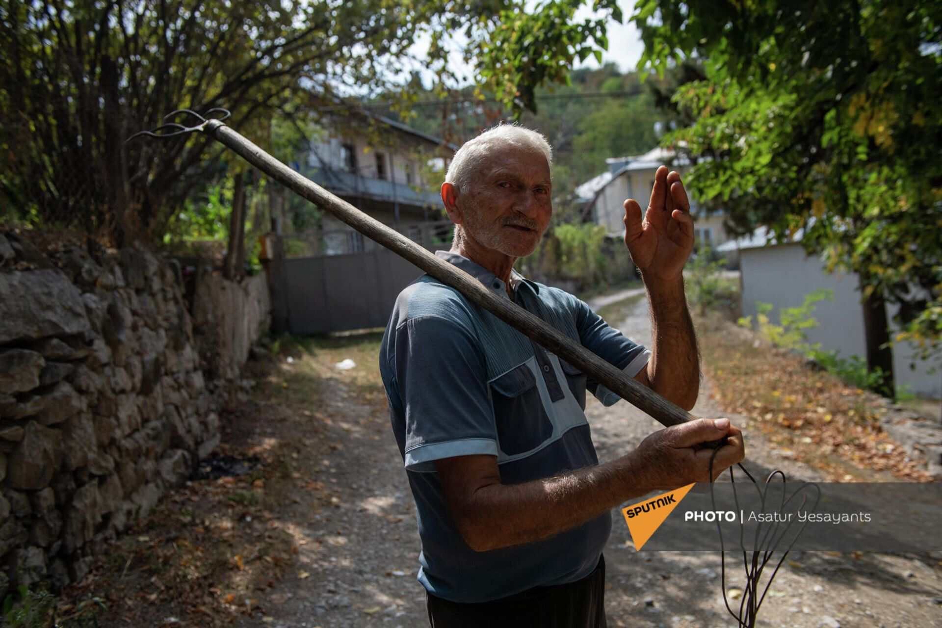 Житель села Хаштарак дедушка Фархат - Sputnik Արմենիա, 1920, 24.09.2021