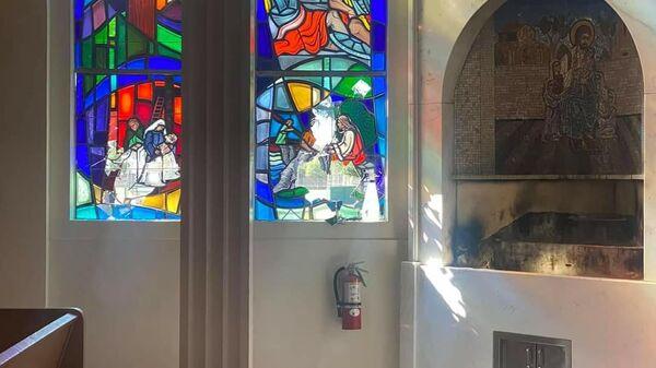 Акт вандализма в в Армянской католической церкви Святого Петра в Лос Анджелесе - Sputnik Армения