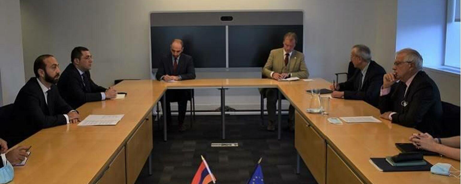 Министр иностранных дел Армении Арарат Мирзоян встретился с верховным представителем ЕС по иностранным делам и политике безопасности Джозефом Борелем (24 сентября 2021). Нью-Йорк - Sputnik Армения, 1920, 25.09.2021