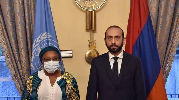 Министр иностранных дел Армении Арарат Мирзоян встретился со спецсоветником генсекретаря ООН по вопросам предотвращения геноцида Алис Ваириму Ндериту (24 сентября 2021). Нью-Йорк - Sputnik Армения