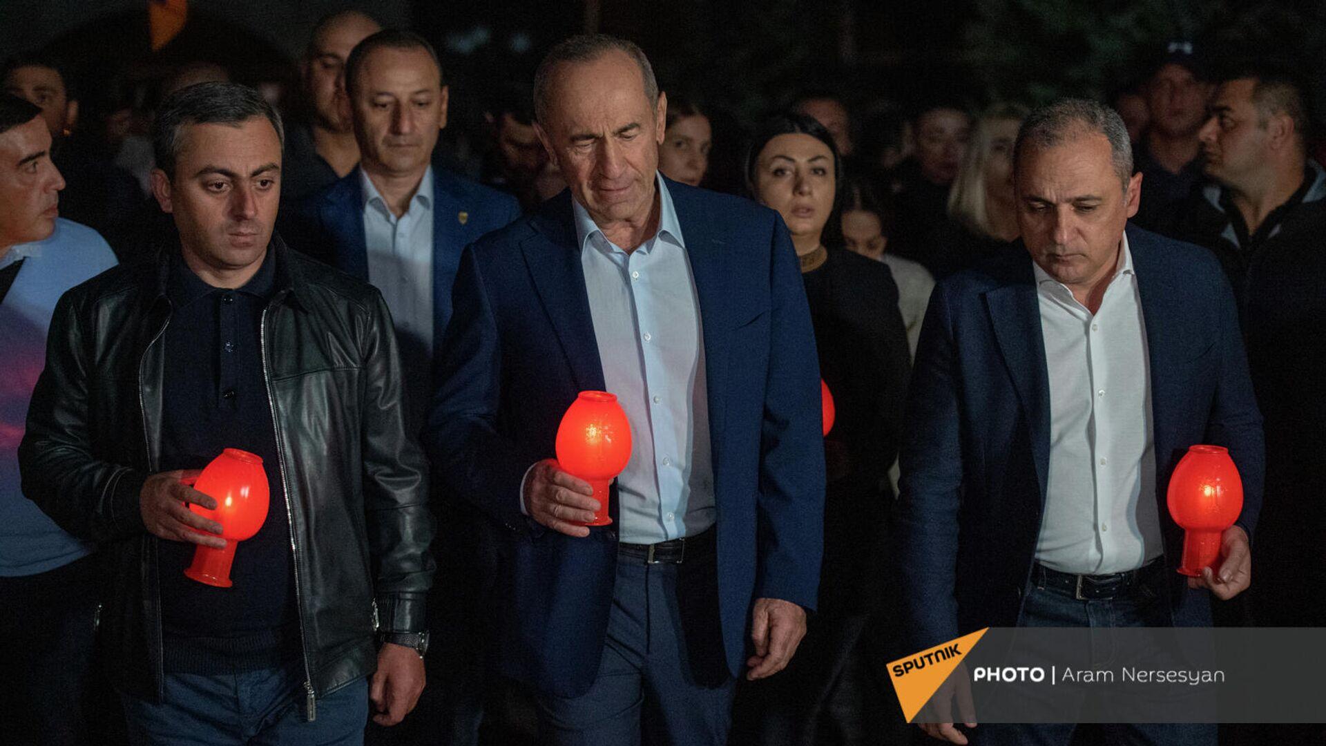 Факельное шествие оппозиционного блока Айастан в военный комплекс Ераблур (26 сентября 2021). Еревaн - Sputnik Армения, 1920, 26.09.2021