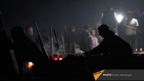Военный пантеон Ераблур накануне годовщины 44-дневной войны в Карабахе - Sputnik Армения