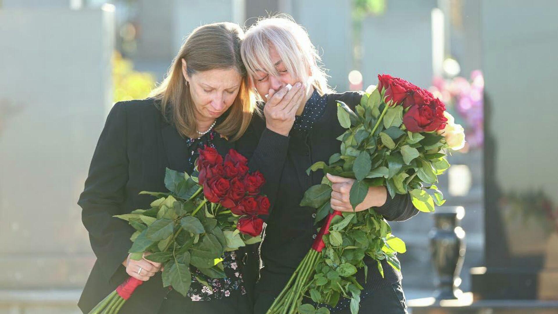 Посол США Линн Трейси почтила память жертв карабахской войны в военном пантеоне Ераблур (27 сентября 2021). Еревaн - Sputnik Армения, 1920, 27.09.2021