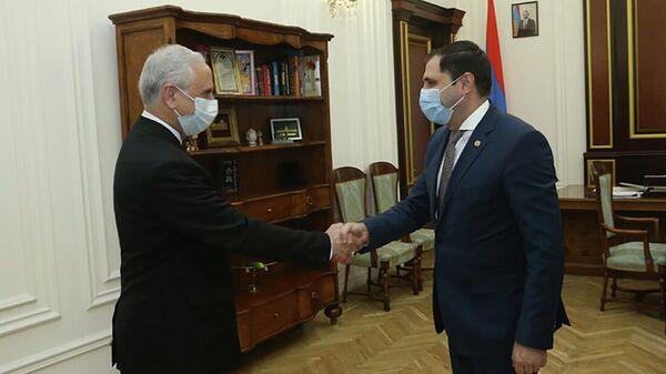 Вице-премьер Сурен Папикян принял чрезвычайного и полномочного посла Ирана в Армении Аббаса Бадахшана Зохури (29 сентября 2021). Еревaн - Sputnik Армения