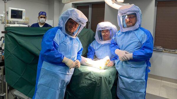 Սրունքաթաթի էնդոպրոթեզավորում իրականացրած բժիշկները - Sputnik Արմենիա