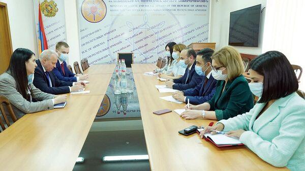 Աշխատանքի և սոցիալական հարցերի նախարար Նարեկ Մկրտչյանն ընդունել է Հայաստանում ՌԴ դեսպան Սերգեյ Կոպիրկինին - Sputnik Արմենիա