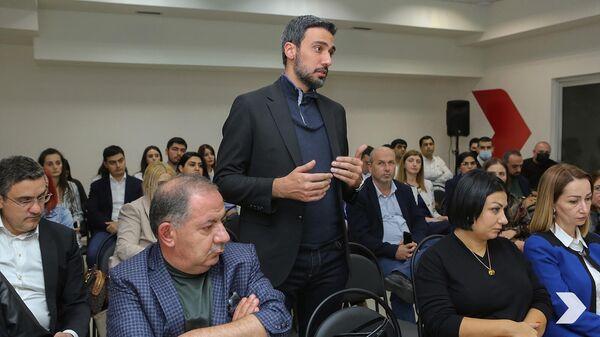 Депутат Арам Вардеванян на встрече парламентской фракции Айастан с руководителем блока Робертом Кочаряном (30 сентября 2021). Еревaн - Sputnik Армения