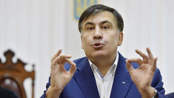 Бывший президент Грузии Михаил Саакашвили выступает перед СМИ после участия в слушании его апелляции в здании суда (22 декабря 2017). Киев - Sputnik Армения