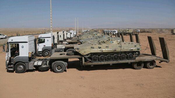 Танки иранской армии во время военных учений недалеко от иранско-азербайджанской границы. Фотография опубликована официальным сайтом иранской армии 1 октября 2021 года - Sputnik Армения