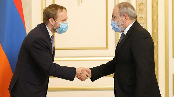 Премьер-министр Никол Пашинян встретился с министром иностранных дел Чехии Якубом Куханеком (1 октября 2021). Еревaн - Sputnik Армения