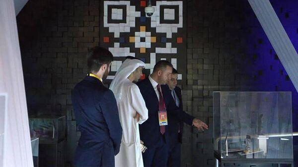 Министры внешней торговли ОАЭ Тани бин Ахмед Аль-Зеюди и экономики Армении Ваган Керобян в армянском павильоне на EXPO 2020 Dubai (1 октября 2021). Дубай - Sputnik Армения
